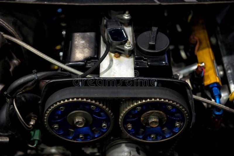 gammal bilmotor vid bästa sikt royaltyfri fotografi