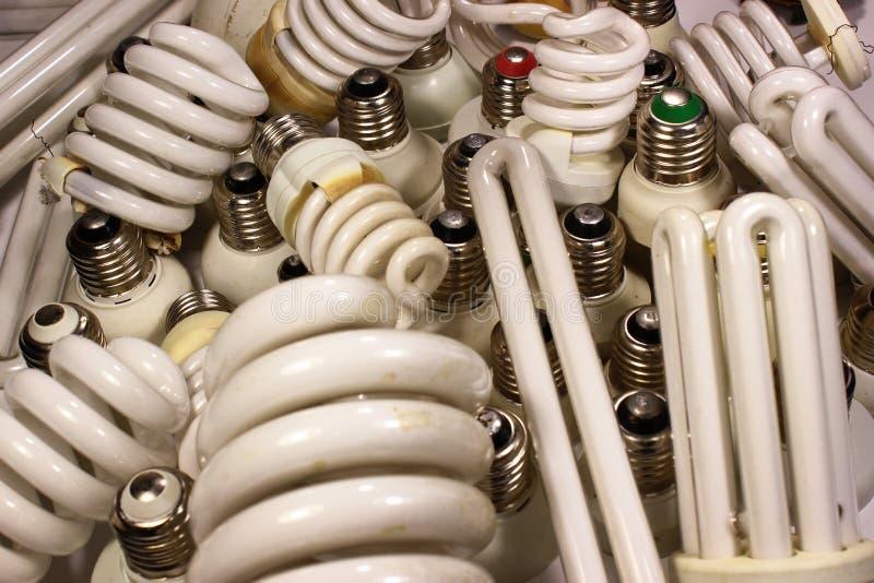 Gammal bränd fluorescerande energi - besparinglampor royaltyfri bild