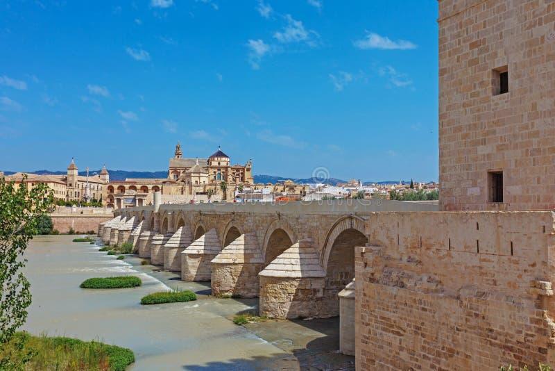 Gammal bro i Cordoba, Spanien arkivfoto