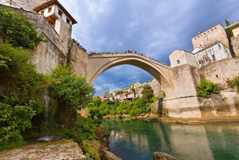 Gammal bro i Mostar - Bosnien och Hercegovina royaltyfri fotografi