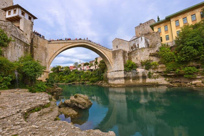 Gammal bro i Mostar - Bosnien och Hercegovina royaltyfria bilder