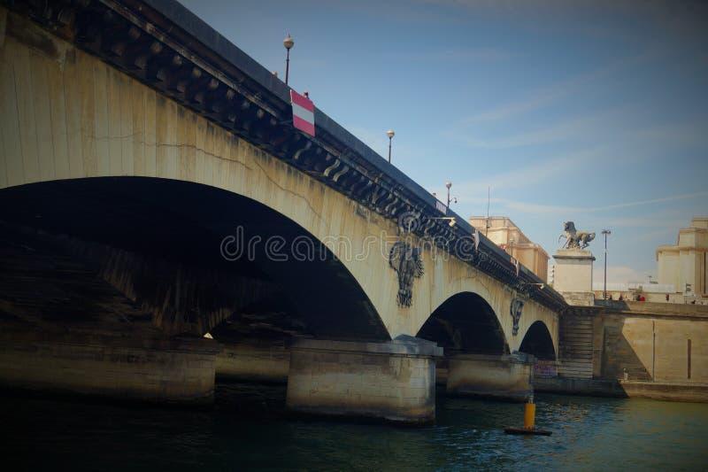 Gammal bro på PARIS royaltyfri fotografi