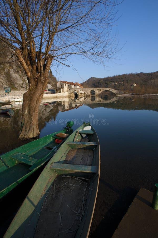 Gammal bro, Rijeka Crnojevica, Montenegro royaltyfri bild