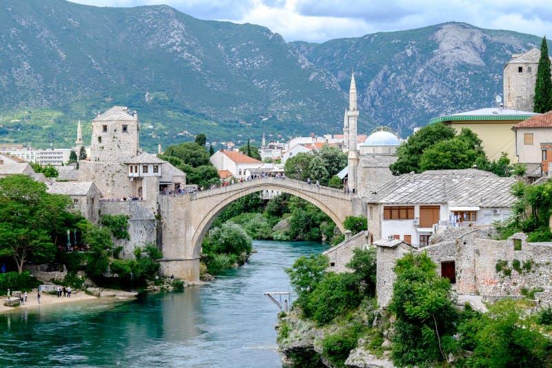 Gammal bro Stari mest sikt, Mostar, Bosnien och Hercegovina fotografering för bildbyråer