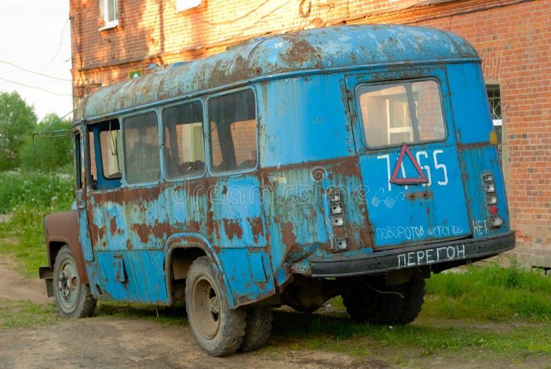gammal broken buss fotografering för bildbyråer