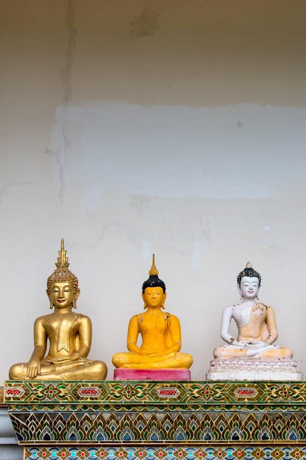 Gammal Buddhastaty i San Kamphang, Chiang Mai, Thailand royaltyfri foto