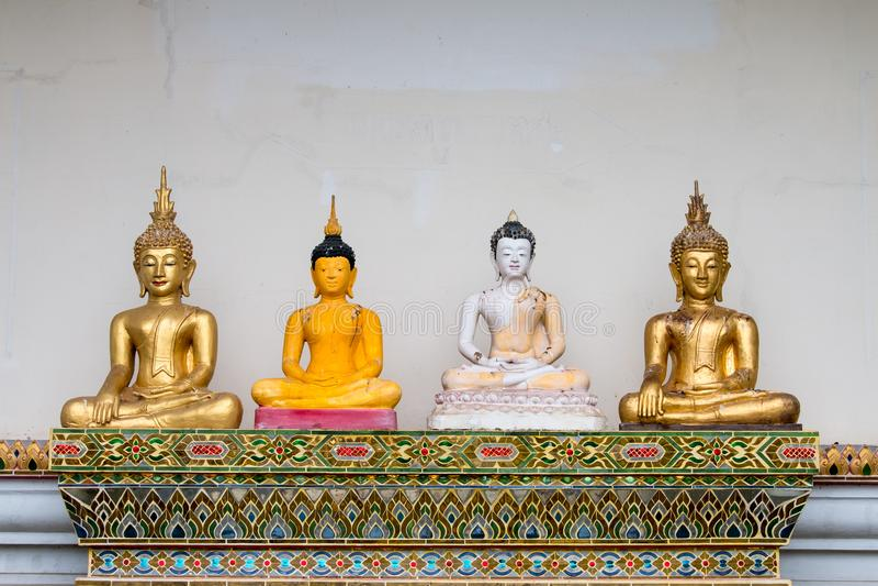 Gammal Buddhastaty i San Kamphang, Chiang Mai, Thailand royaltyfri bild