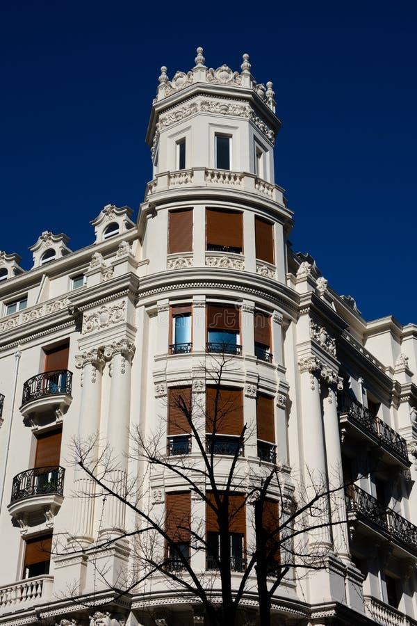 Gammal byggande fasad i Bilbao fotografering för bildbyråer