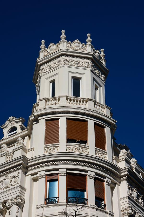 Gammal byggande fasad i Bilbao arkivfoton