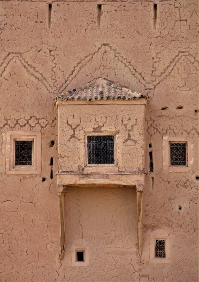 Gammal byggande fasad i Ouarzazarte royaltyfri fotografi