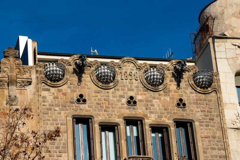 Gammal byggande fasadCasa Codina på Passeig de Gracia fotografering för bildbyråer