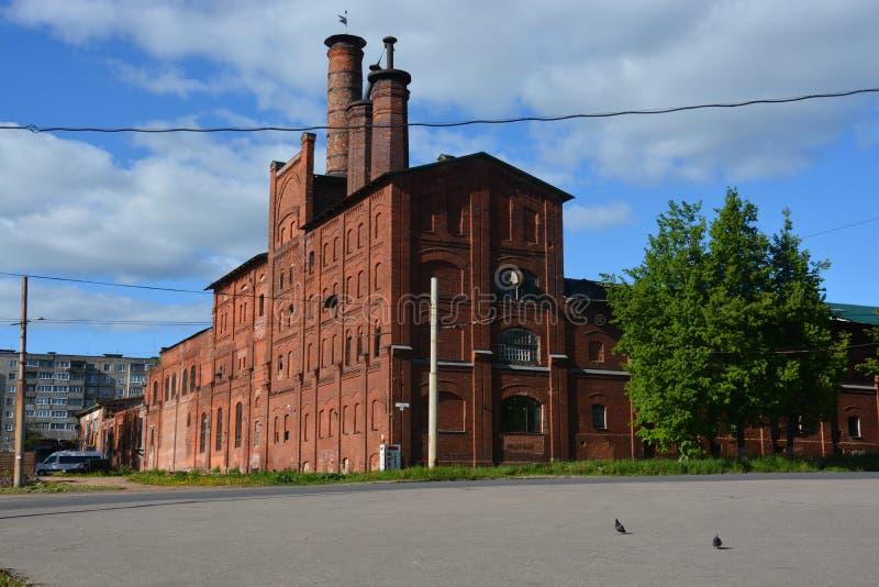 Gammal byggnad av bryggeriet i Rybinsk royaltyfri fotografi