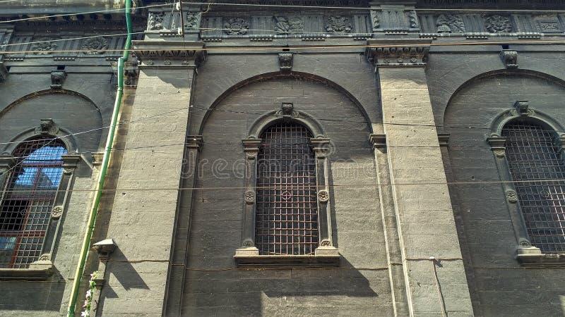 Gammal byggnad i staden royaltyfria foton