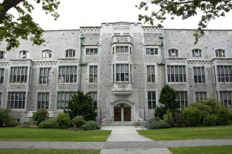 Gammal byggnad i universitet av den British Columbia universitetsområdet Vancouver arkivbild