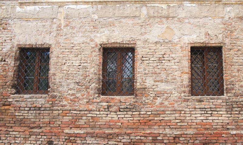 Gammal byggnadsruine, fönster royaltyfri fotografi