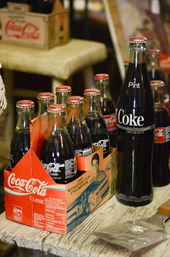 Gammal coca - colaflaskor royaltyfri bild