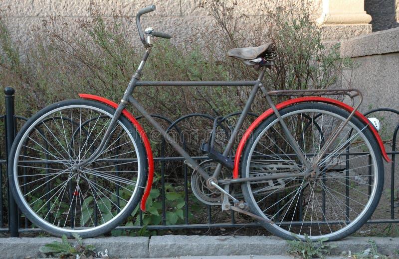 gammal cykel royaltyfri fotografi