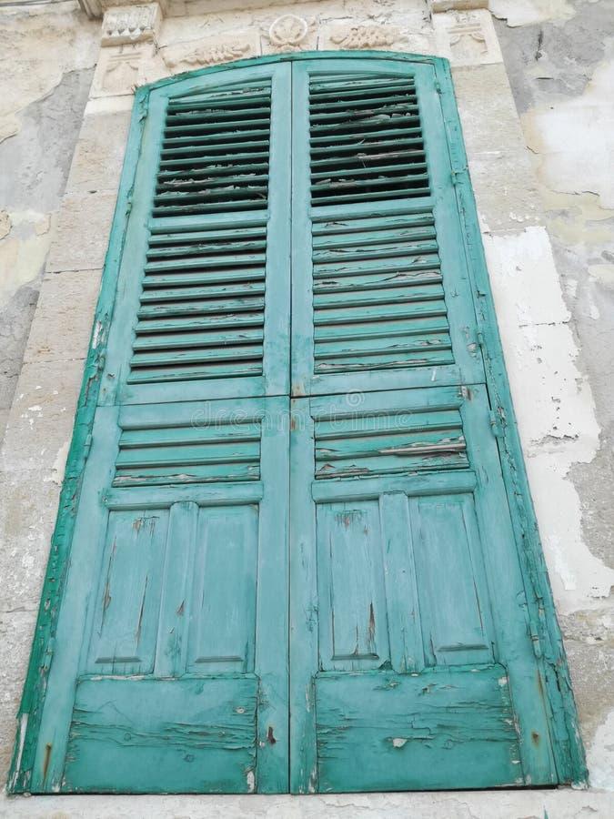 Gammal dörr, Sicilian stil arkivfoto
