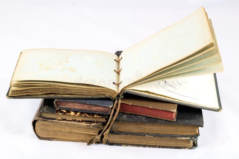 Gammal dammig bok på vit isolerad bakgrund royaltyfri foto