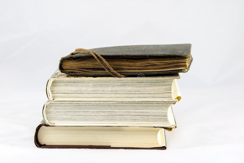 Gammal dammig bok på vit isolerad bakgrund royaltyfri fotografi