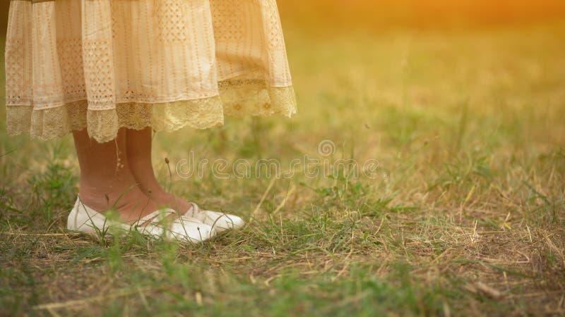 Gammal dams skor fotografering för bildbyråer