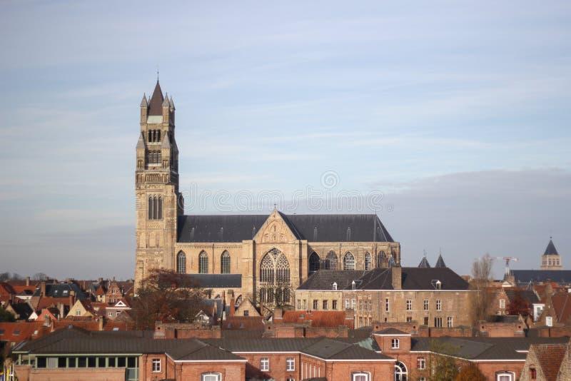 Gammal domkyrkasikt i Bruges fotografering för bildbyråer