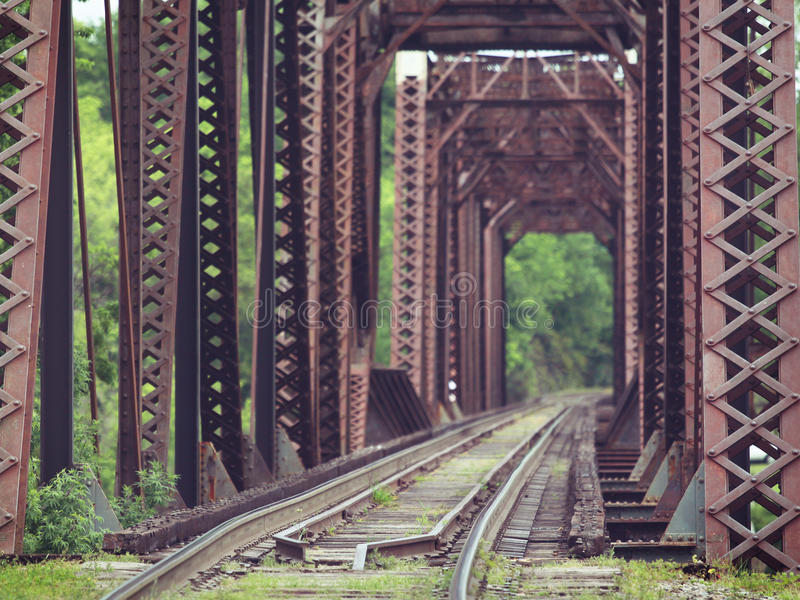 gammal drevbråckband för bro arkivfoton