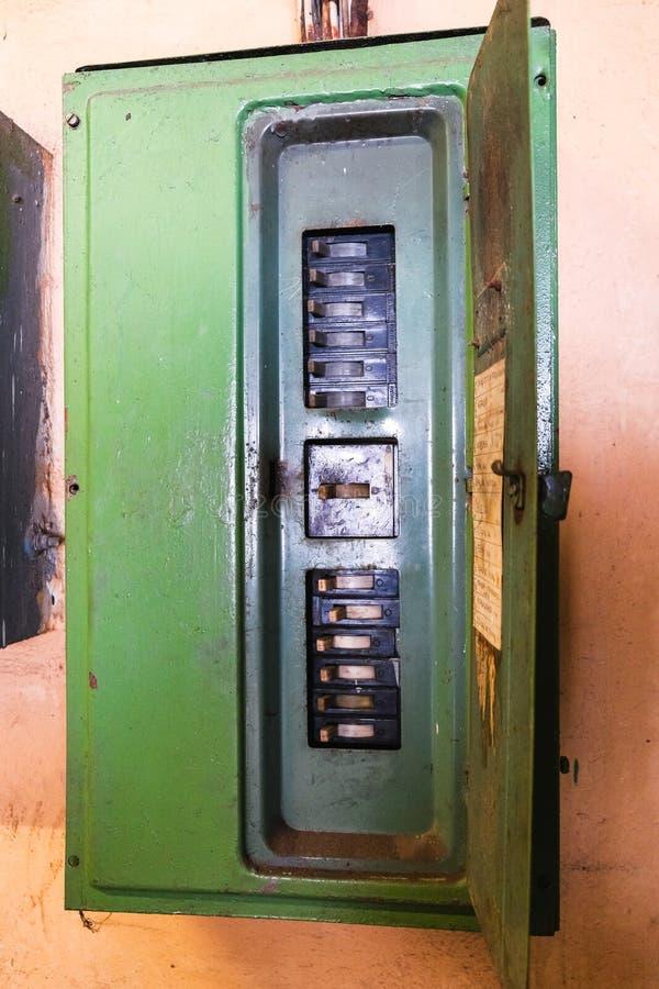 Gammal elektrisk sköld arkivbild