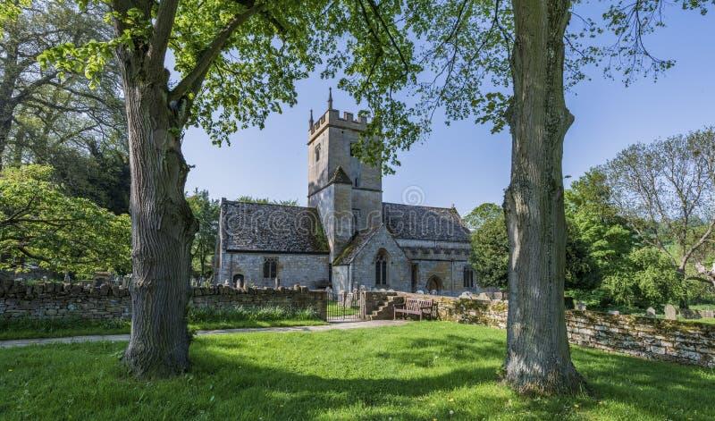 Gammal engelskakyrka i England UK arkivfoton