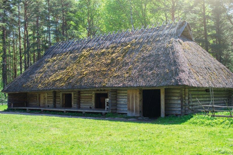 Gammal estonian lantgård arkivfoton