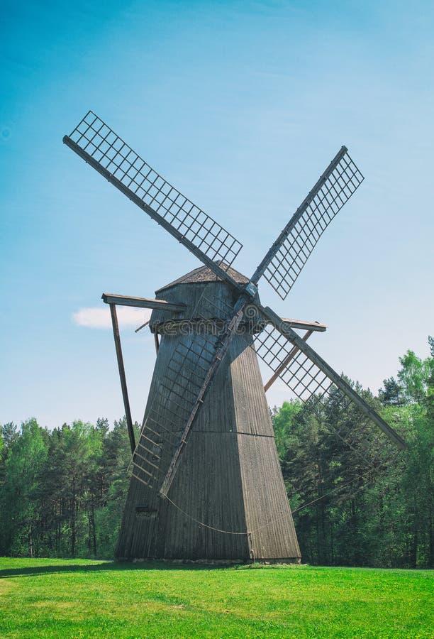 Gammal estonian väderkvarn royaltyfria bilder