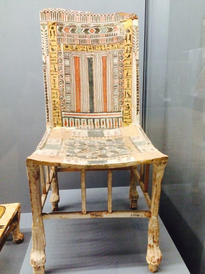 Gammal färgrik stol Sikt gravvalv royaltyfria foton
