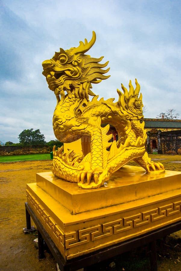 gammal fästning Guld- statydjur Ton Vietnam arkivfoto