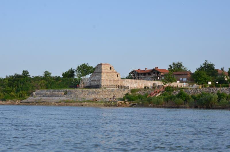 Gammal fästning på Danube River royaltyfria foton