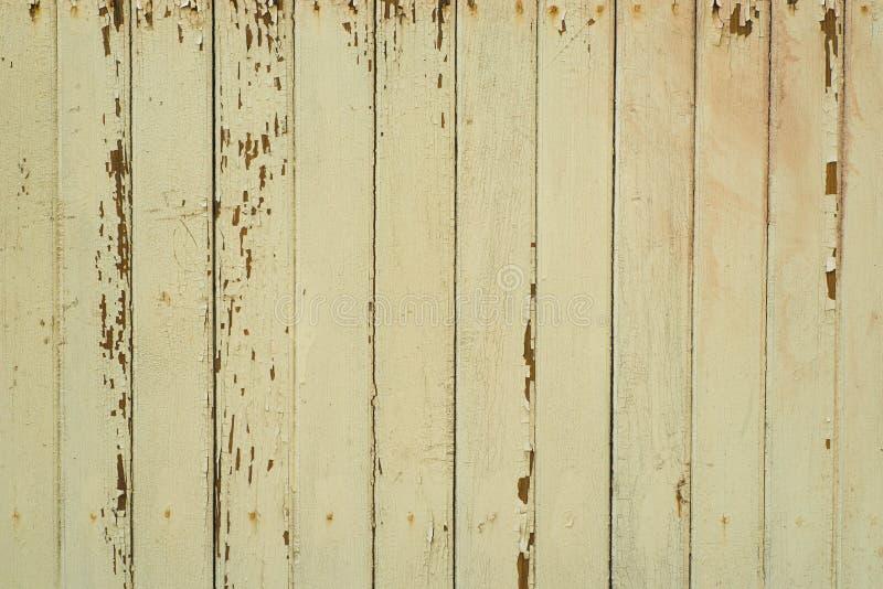 Gammal föråldrad guling målad textur för plankaväggbakgrund arkivfoton