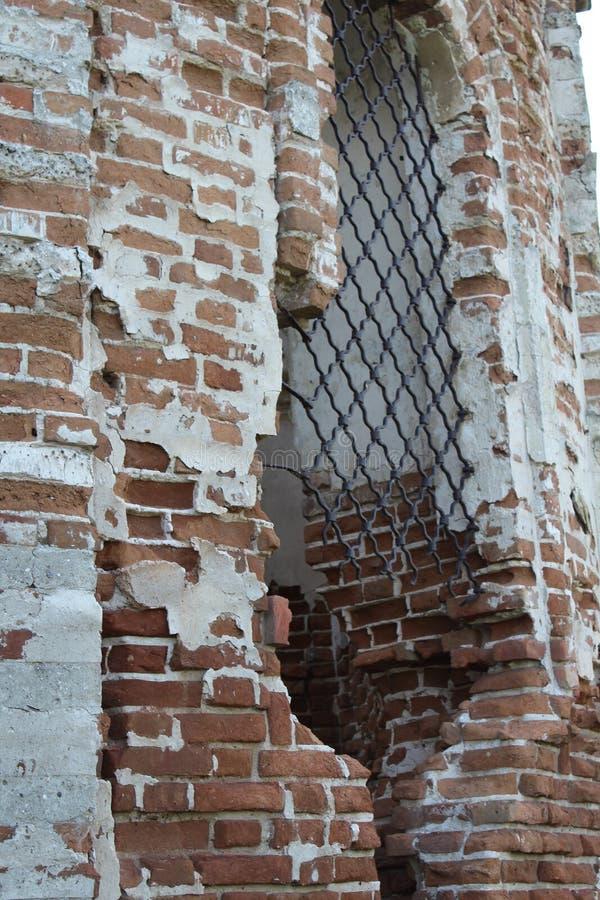 Gammal förstörd byggnad Fragment av arkitektur _ royaltyfri foto