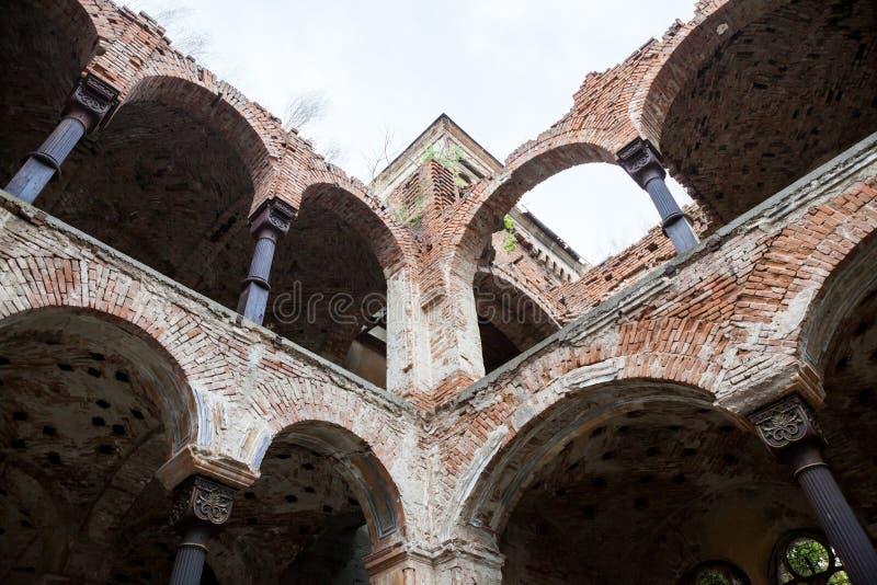 Gammal förstörd synagogabyggnad i Vidin, Bulgarien royaltyfri bild
