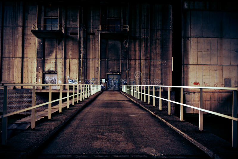 gammal fabrik royaltyfria bilder