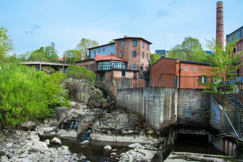 Gammal fabrik i mossa, Norge arkivbilder