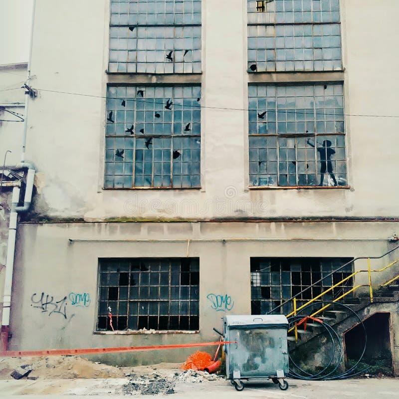 Gammal fabriksfönsterkonst arkivbilder