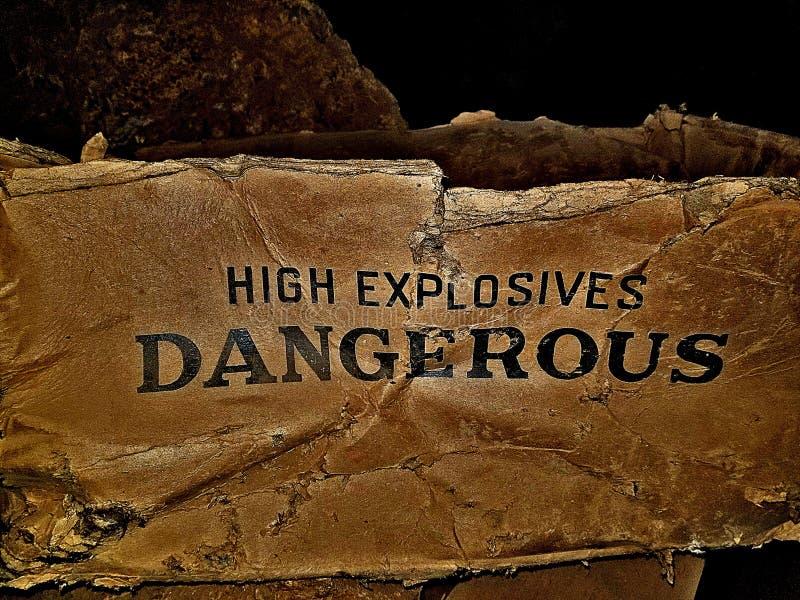Gammal farlig ask för höga sprängmedel royaltyfri foto