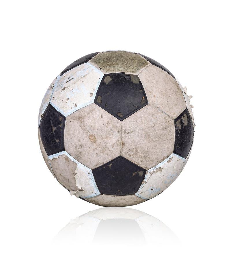 Gammal fotbollboll på vit bakgrund arkivfoton
