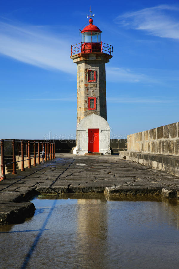 Gammal fyr i Porto royaltyfria foton