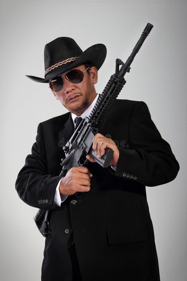 Gammal gangsterstående med maskingeväret fotografering för bildbyråer