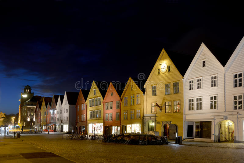 Gammal gata i Bergenen, Norge royaltyfria bilder