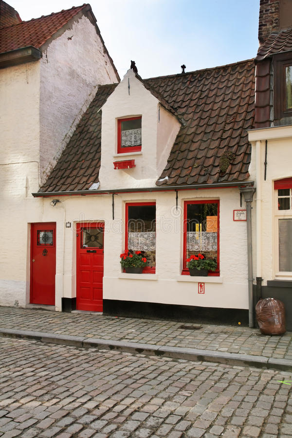 Gammal gata i Bruges flanders _ arkivfoton