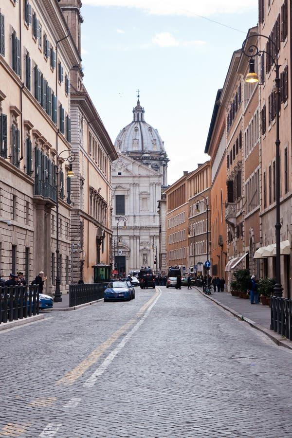 Gammal gata i Rome, Italien arkivbilder