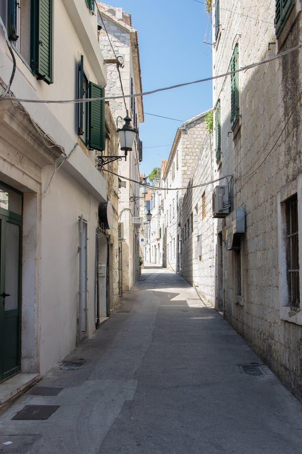 Gammal gata i splittring croatia fotografering för bildbyråer