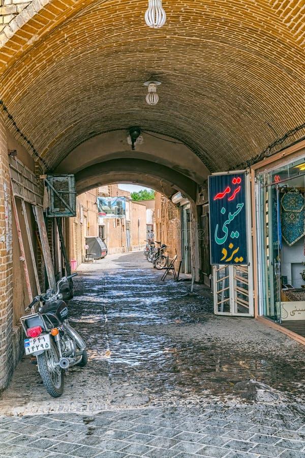 Gammal gata i Yazd royaltyfri bild