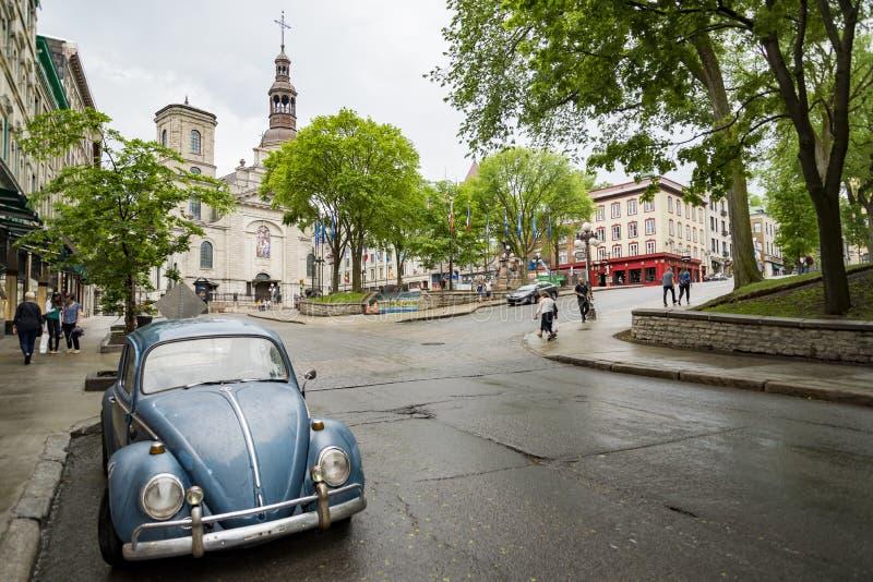 Gammal gata med trafik i Quebec City, Kanada arkivbilder